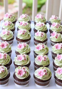 springtime cupcakes / Grace Cakery Cherry blossom cupcake and cake