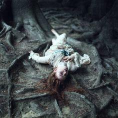 Photographer: Stephanie Pearl Designer: Ophelias... - Dark Beauty