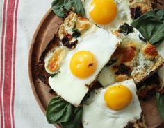 Healthy Hacks: Cauliflower Crust Breakfast Pizza
