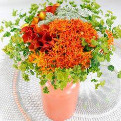 In deze vaas een prachtige creatie met twee zeer luxe bloemen namelijk de........
