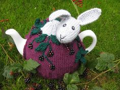 Rabbit in the Brambles Tea Cozy by Lindsay Mudd pattern £2.00 on Ravelry at http://www.ravelry.com/patterns/library/rabbit-in-the-brambles-tea-cosy