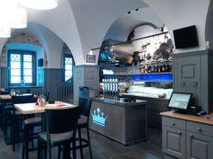 U Katakomb restaurace Klatovy. Sídlíme historické budově v samotném centru Klatov v bezprostřední blízkosti objektu Katakomb Klatovy.