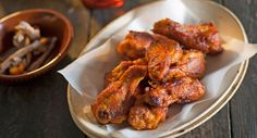 There's no bovine in sight, here! Buffalo wings get their name from the town of Buffalo, New York, where they originated. Buffalo Wild Wings, Quick Chicken Recipes, Party Finger Foods, Appetisers, Tandoori Chicken, Baked Chicken, Buffalo Chicken, Chicken Wings, Cooking Recipes