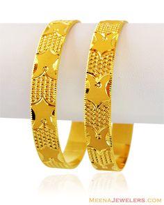 Amazing jewelry for women The Bangles, Gold Bangles For Women, Bracelets Design, Gold Bangles Design, Jewelry Design, Gold Gold, Gold Kangan, Gold Bangle Bracelet, Diamond Bangle