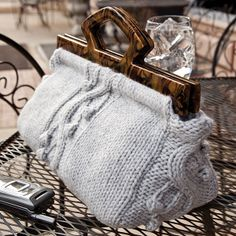 Uptown Chic Satchel FREE knitting pattern ||| Creative Knitting Newsletter