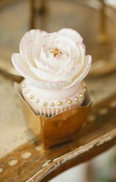 seriously one of THE prettiest cupcakes.