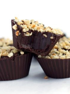 Chocolate Hazelnut Truffle Cups - Erren& Kitchen - This easy to make recipe will impress anyone you make them for just watch them disappear off the plate! Mini Desserts, Just Desserts, Delicious Desserts, Yummy Food, Candy Recipes, Sweet Recipes, Dessert Recipes, Oreo Dessert, Eat Dessert First