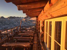 Sonnenaufgang @ Lodge am Krippenstein Restaurant, Bergen, Screenwriting, Sunrise, Stones, Diner Restaurant, Restaurants, Dining, Mountains