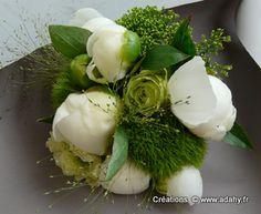 Bouquet de pivoines et roses vertes