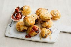 We've taken party favourite sausage rolls and cooked them in a Kmart pie maker, so you don't even need to turn the oven on. Easy Dinners For Kids, Mini Pie Recipes, Just Pies, Fairy Bread, Beef Pies, Food Porn, Savory Muffins, Flaky Pastry, Sausage Rolls