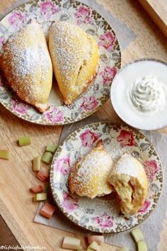 Rhabarber Vanillecreme Taschen – Life Is Full Of Goodies – Famous Last Words Delicious Cake Recipes, Yummy Cakes, Sweet Recipes, Pastry Recipes, Baking Recipes, Easy Desserts, Dessert Recipes, Tostadas, Rhubarb Recipes