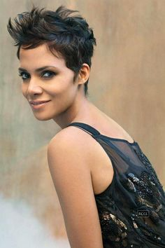 Halle can rock a pixie haircut better than anyone because of her stunning face, dramatic eyes, stellar skin tone and luscious lips. Her current pixie cut is. Best Pixie Cuts, Short Hair Cuts, Edgy Pixie Cuts, Edgy Short Haircuts, Pixie Hairstyles, Cool Hairstyles, Halle Berry Hairstyles, Celebrity Hairstyles, Pixie Haircuts