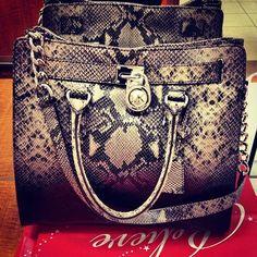 <3<3 this Michael Kors purse.