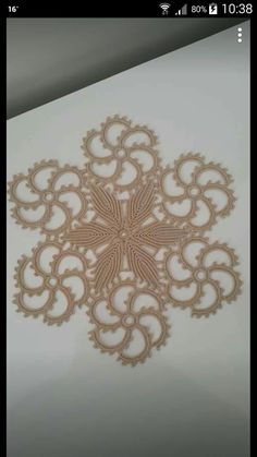 Rust stone, decorated with four laps petals, in thin white cotton thread. To collect. Crochet Stitches Patterns, Baby Knitting Patterns, Crochet Motif, Crochet Doilies, Crochet Flowers, Crochet Lace, Embroidered Lace Fabric, Point Lace, Crochet Tablecloth