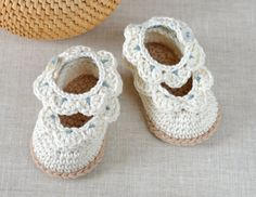 NEW CROCHET PATTERN Baby Sandals with Scallops by matildasmeadow
