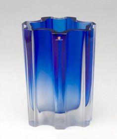 Maljakko 3502 - Wirkkala, Tapio Glass Vessel, Glass Art, Retro Design, Design Art, Vintage Vases, Old Toys, Glass Design, Colored Glass, Scandinavian Design