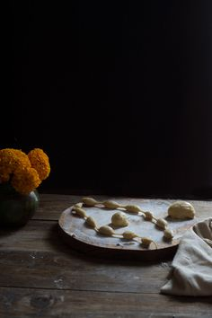 PAN DE MUERTO | RÚSTICA Food Photography, Pizza, Cookies, Desserts, Gold Leaf, Pan De Muerto, Dough Balls, Artisan Bread, Orange Blossom