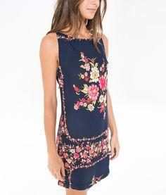 http://www.farmrio.com.br/br/produto/vestido-curto-lenco-nubia/_/A-243086_3369.ptbr.farmrio
