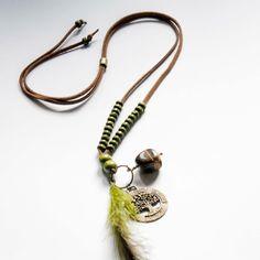 Collar largo con plumas y ojo de tigre www.lauritalacomplementos.com