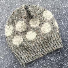 """Nye Strikkerier Til 2015 - """" Helt Klein"""", Ny """"Yndlings Cardigan"""" Og """" En Stribet Lama """" Knitting For Kids, Knitting Socks, Baby Knitting, Knitted Hats, Crochet Crafts, Knit Crochet, Drops Design, Hobbies And Crafts, Baby Hats"""