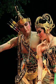 Indonesian Theatre - Wayang Orang Bharata - Rama and Sinta in Rahwana Culiko