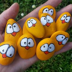 50 Easy DIY Chicken Painted Rocks Ideas – Basteln mit kindern – Home crafts Pebble Painting, Pebble Art, Stone Painting, Diy Painting, Painting Abstract, Rock Painting Ideas Easy, Rock Painting Designs, Rock Crafts, Arts And Crafts