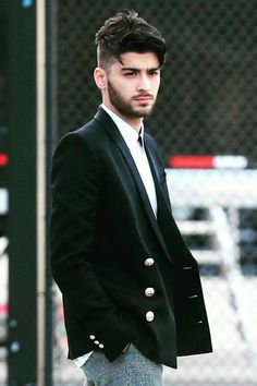 DAMN ZAYN} I'm just flipping through Pinterest and then I flip to this picture, my eyes widen, I repin it, I save it to my camera roll, then I just melt cuz he is SO FREAKIN HOTTTTTT