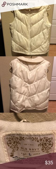 White Old Navy puffy vest Very nice condition white Old Navy Puffy vest, great for winter layering Old Navy Jackets & Coats Vests