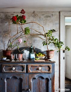 Royal Chair, Marble Mugs, Clematis Vine, Different Plants, Table Arrangements, Geraniums, Bohemian Decor, Decorating Tips, House Tours
