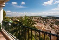 Apartment Palma - Real estate Mallorca Nova - Ref. 85565  Impressive and spacious apartment in Genova with views over the Bay of Palma. Spectacular apartment very close to the centre of Palma and that has impressive views over the Bay of the city. It is very spacious and shows good taste in its design. It possesses a community garden, pool, sauna and gym.   http://www.inmonova.com/en/property/id/551606-apartments-palma