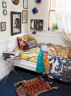 love the white walls with colorful accents -- that's my favorite way to decorate
