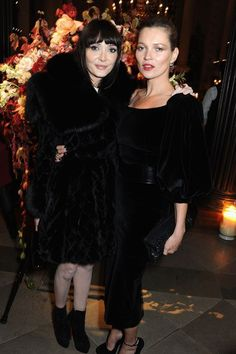 Annabelle Neilson and Kate Moss, at the Alexander McQueen and Frieze dinner. Hipster Fashion, Star Fashion, Fashion Tips, Fashion Trends, Daily Fashion, Annabelle Neilson, Moss Fashion, Stephanie Seymour, Carla Bruni