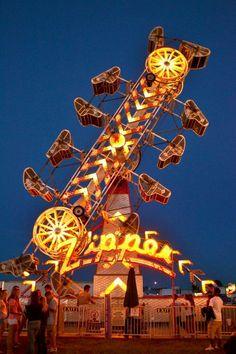 Zipper Ride at the County Fair Washington County Fair, Art Du Cirque, Fair Rides, Roller Coaster Ride, Roller Coasters, Amusement Park Rides, Carnival Rides, Fun Fair, Carnival