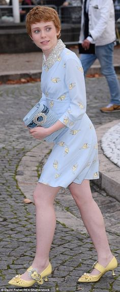 Actress Sophia Lillis, looked charming in her powder blue tea dress. Blue Tea Dresses, Pretty People, Beautiful People, Short Hair Cuts, Short Hair Styles, Cool Girl, My Girl, Queen Sophia, Beverly Marsh