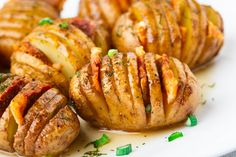 Sliced potatoes with bacon and rosemary. - News - Bubblews Sliced Potatoes, Quick Easy Meals, Food Inspiration, Baked Potato, Delish, Breakfast Recipes, Bacon, Pesto, Food And Drink