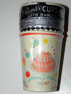 Vintage / retro birthday party . Paper Cups