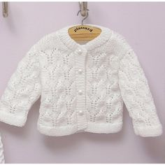 modele tricot gilet 6 mois Baby Outfits, Knitting For Kids, Baby Knitting, Cardigan Bebe, Baby Pullover, Bebe Baby, Baby Kind, Baby Sweaters, Couture