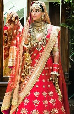 Sonam Kapoor's Wedding Red Lehenga - Wedding Lehenga of Sonam Kapoor. Sonam Kapoor's Wedding Lehenga in Red and Gold by Anuradha Vakil. Sonam Kapoor chose vintage textiles over spangled sequins on the wedding lehenga with vintage style jewellery. Sonam Kapoor Wedding, Bollywood Wedding, Gold Lehenga, Bridal Lehenga Choli, Choli Dress, Lehenga Blouse, Gown Dress, Bridal Outfits, Bridal Dresses