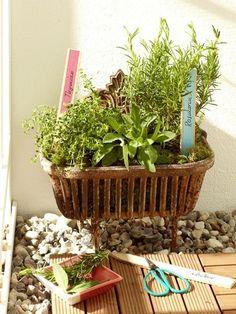 Bunte und individuelle Deko für die Wohlfühloase: Mit diesen drei DIY-Ideen kommt Ihr Balkon in diesem Sommer ganz groß raus!