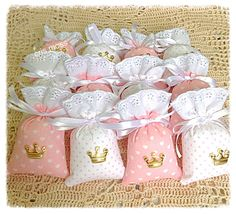 Idee Baby Shower, Baby Shower Gift Bags, Baby Girl Shower Themes, Baby Shower Princess, Bridal Shower Gifts, Homemade Baby Shower Favors, Diy And Crafts, Crafts For Kids, Scented Sachets
