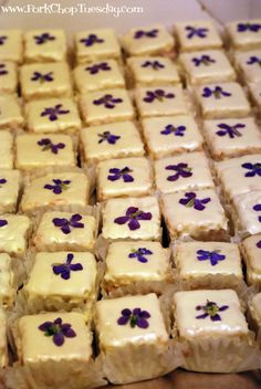 Edible flowers - Petit fours with violets