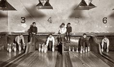 The History Place - Child Labor in America Lewis Hine Photos - A Variety of Jobs (more photos on this site) Lewis Wickes Hine, Bowling Pins, Selfie Poses, Boy Photos, Epic Photos, Rare Photos, Back In The Day, Old Pictures, Retro Pictures