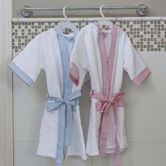 Salidas de Baño Classic - PILAR Baby Towel, Towel Set, Baby Girl Dresses, Baby Boy Outfits, Spa Birthday Parties, Summer Baby, Country Outfits, Sewing Crafts, Short Sleeve Dresses