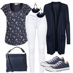 Toller Look aus blauem Shirt, weißer Jeans und blauen Converse Chucks... #fashion #fashionista #mode #damenmode #frauenmode #outfit #damenoutfit #frauenoutfit #komplettesoutfit #trend #trend2018 #modetrend #inspiration #frühling