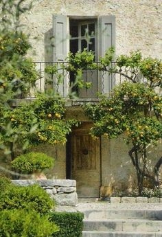 Décor de Provence: The Perfect Bastide via CoteSud French Cottage, French Country House, French Farmhouse, Italian Home, Italian Villa, French Countryside, Porches, Interior And Exterior, Interior Design
