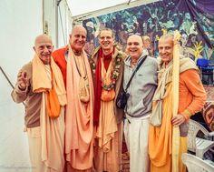 More Than Ever Before (Album with photos) Indradyumna Swami:. Krishna Radha, Hare Krishna, Srila Prabhupada, Ukraine, Tatting, Album, Jay, Spiritual, Lord