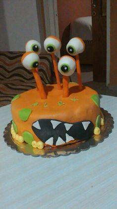 A lovely alien birthday cake