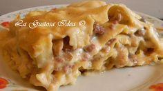 La lasagna bianca con funghi e salsiccia è una pura bontà. La lasagna bianca con funghi è il classico piatto ricco da portare in tavola nei giorni di festa o per il pranzo della domenica ed è così buona che tutti vi chiederanno il bis, anche i più piccoli.