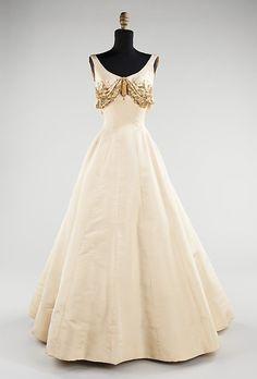 Evening Dress    Charles James, 1954 interesante seria hacer un croptop con la parte superior y la parte inferior de otro color dividido en dos partes separadas