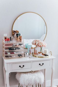 20 Best Makeup Vanities & Cases for Stylish Bedroom - 20 Best Makeup Vanities & Cases for Stylish Bedroom Imágenes efectivas que le proporcionamos sobre - Room Ideas Bedroom, Bedroom Decor, Bedroom Furniture, Furniture Design, Fine Furniture, Bedroom Designs, Furniture Sets, Cute Room Decor, Stylish Bedroom